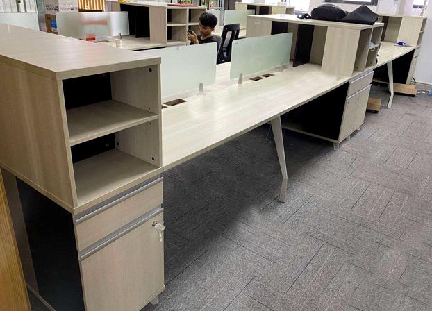 职员办公桌椅组合4人位工作室桌子8人屏风卡座员工卡位多人办公桌